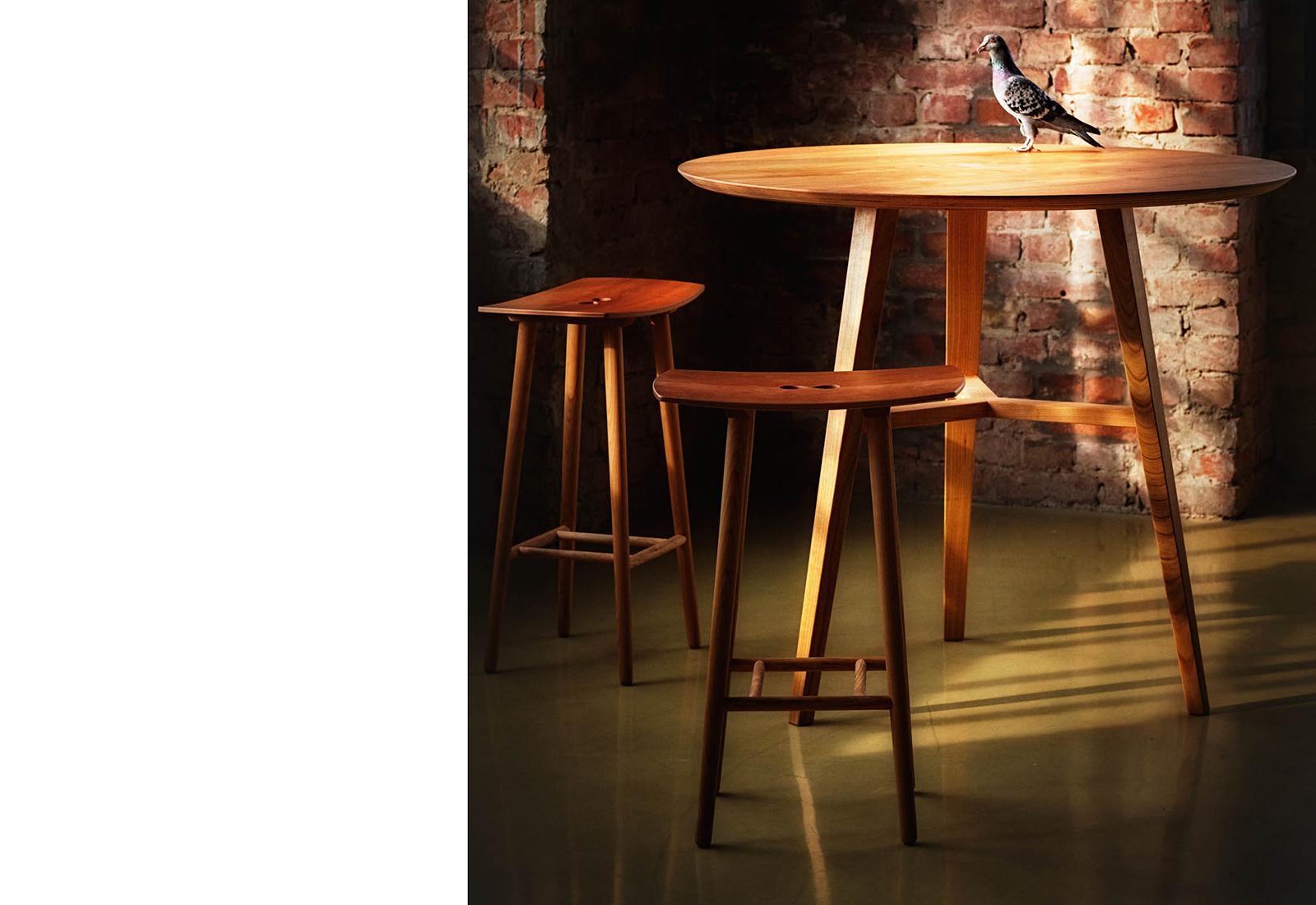 FINN standing table